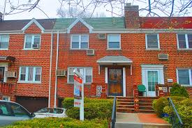 Brick Colonial House Townhouse Style Brick Colonial 42 46 196th St Flushing Ny