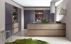 cuisine schroder cuisine design en laque et grand casserolier bi matière avec ilot