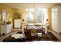 schlafzimmer weiss loddenkemper schlafzimmer malta kiefer massiv weiss abs braun bild