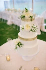 wedding cakes buttercream wedding cakes with fresh flowers let u0027s