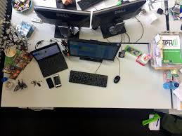 Computer Im Schreibtisch Zum Grün Der Donnerstag Sharon Petriks Gründer Schreibtisch