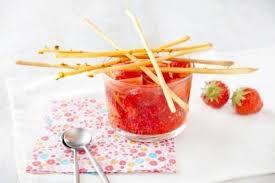 cuisine au vin rosé recette de fraises en sangria au vin rosé pétillant gressin de