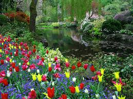 the butchart gardens is a group of floral display gardens in