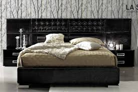 romantic king size bedroom sets completed with drum covered table