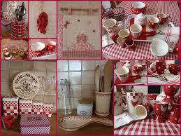 tablier de cuisine à carreaux vichy rouges et blancs et motifs de