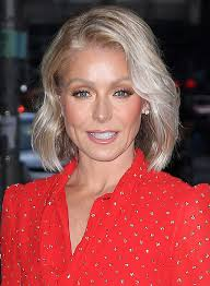 kelly ripa s wave hairstle kelly ripa at the late show with stephen colbert tv show in nyc