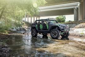 glitter jeep wrangler celebrity jeeps u0027 weekend warrior