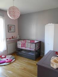 chambre fille grise blanc murale bebe mobilier deco fille coucher fuchsia chambre enfant