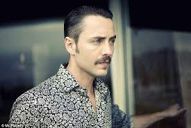 Pete Cbell Meme - mad men star vincent kartheiser admits his similarity to pete