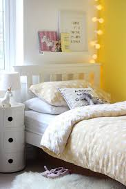 yellow bedroom ideas best 25 yellow bedrooms ideas on yellow