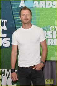 dierks bentley wedding sam hunt u0026 dierks bentley are cmt awards u0027 country studs photo