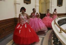 quincea eras dresses quinceañeras at the capitol to protest sanctuary cities