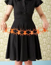 Easy Halloween Craft Projects - spider garland http www countryliving com crafts projects craft