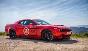 hellcat challenger 2016 this insane 900 hp dodge challenger hellcat is an awesomely evil