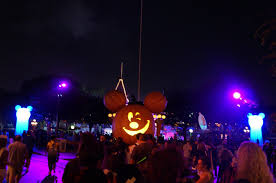 guide to mickey u0027s 2017 halloween party at disneyland