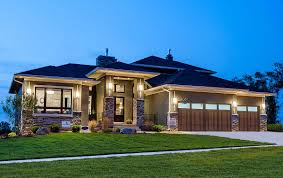 prairie style house plan 81636ab amazing prairie style home plan hem dörrar och garage