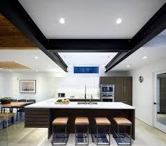 cuisine moderne ouverte sur salon design interieur cuisine moderne u îlot bois chaises élégantes