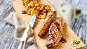 cuisiner un filet de canard recette poêlée de filet de canard au sirop d érable pommes