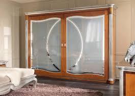 armadio con ante in vetro armadio con 2 ante in vetro decorato in stile classico idfdesign