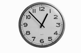 Horloge Murale Ronde Blanche Avec L Horloge Murale Ronde Et Blanche Montre Presque Une Horloge