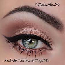 subtle peach eyeshadow with black liquid winged eyeliner love a good liquid eyeliner swoopy cat eye rose gold eyeshadow makes blue green eyes
