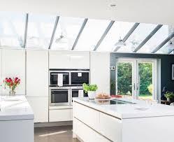 cuisine toute 1001 conseils et idées pour aménager une cuisine moderne blanche
