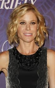 modern family hairstyles julie bowen hairstyles 16 perky looks sophisticated allure