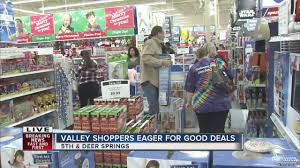 toys r us thanksgiving day sale toys r us busy as doors open for black friday youtube