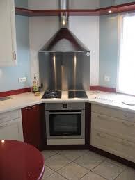 cuisine en coin cuisinière en coin les plans de travail sont réalisés en