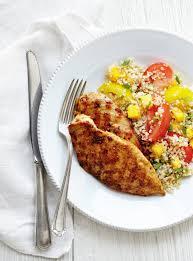 cuisiner la mangue poulet grillé salade de tomates et quinoa à la mangue ricardo