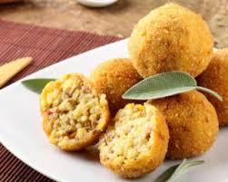 cuisine avec du riz boulettes panées cuites au four avec les restes de riz cuit et jambon