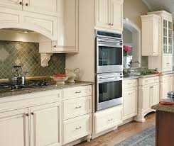 small kitchen design with traditional cabinets decora