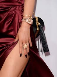are the kardashians u0027 nails real or are their famous claws acrylic