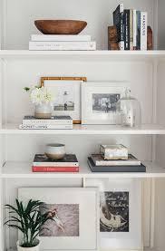 Bookshelves Decorating Ideas by Best 25 Arranging Bookshelves Ideas On Pinterest Decorate