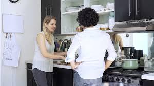lesbienne dans la cuisine epouse parler los angeles 4k stock 868 767 434