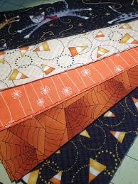 halloween table runner quilt pattern sister of the divide candy corn table topper tutorial