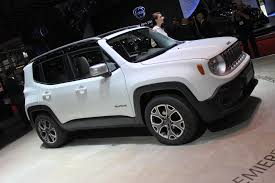 jeep renegade stance 2015 jeep renegade tiniest jeep yet unveiled in geneva video