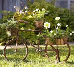 garden decoration ideas upcycling bicycle parts flower pots deck