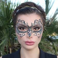 halloween makeup masks 5 easy halloween makeup ideas you can do with only eyeliner glamour