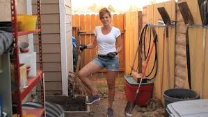 How To Make A Compost Pile In Your Backyard by How To Make Compost With Grass Clippings Youtube