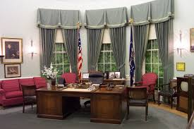 Behind Presidential Curtains Oval Office Interior Photos
