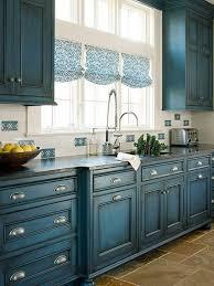 repeindre meuble de cuisine en bois comment repeindre un meuble une nouvelle apparence couleur bleue