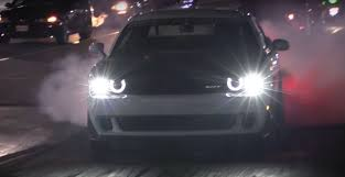 hellcat engine turbo 1 000 hp dodge challenger hellcat sets 1 4 mile record on stock