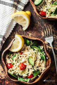 20 minute lemon spinach orzo salad chew out loud