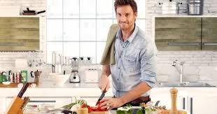 cuisiner quelqu un 10 preuves qui montrent qu il sait cuisiner cuisine az