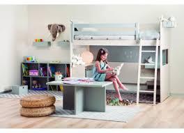 chambre avec lit superposé chambre enfants avec lit superpose table de jeu et bibliotheque