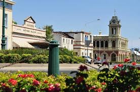 country towns are country towns better than cities at maintaining their heritage