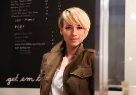 hairstyles of margaux on revenge revenge s karine vanasse on dead poet s society keeping the uni