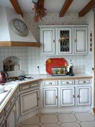 relooker cuisine rustique chene peindre une cuisine en chene rustique