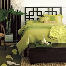 plante verte dans une chambre à coucher chambre à coucher vert lit plantes changent decor la chambre à
